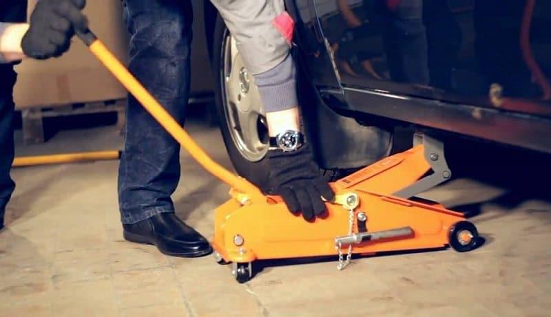 Автомобильный гидравлический подъемник, помощник в любой ситуации