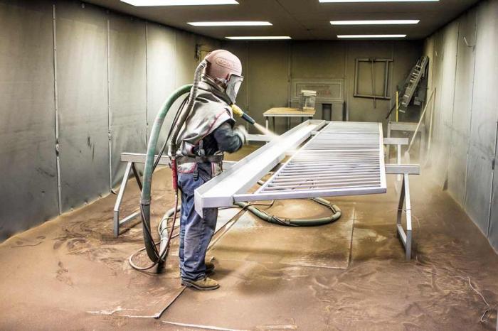 Комплект Строй – качественные и эффективные пескоструйные камеры для очистки металлоконструкций